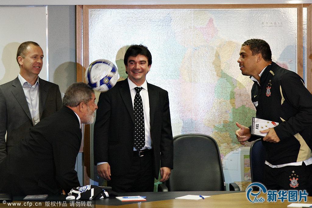 Brazilian President meets with soccer superstar Ronaldo